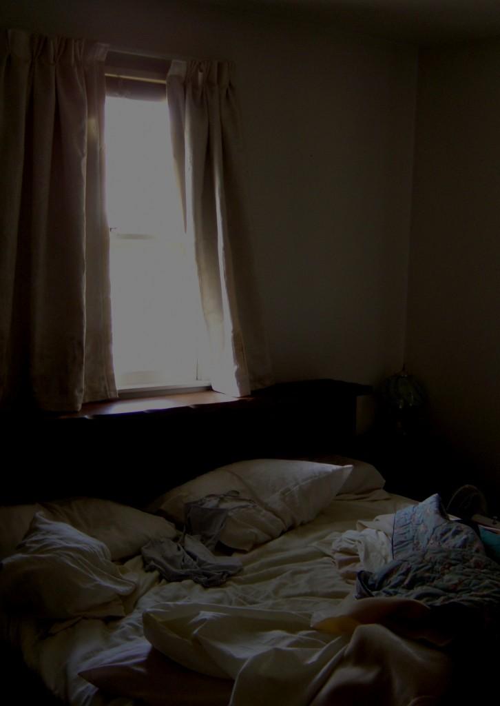 Camera perfect luminata dimineata